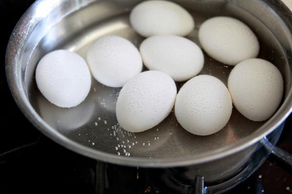 como tingir casca de ovo para pascoa 1